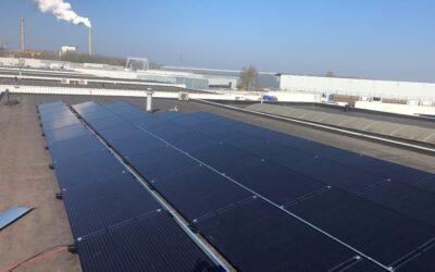 Het dak van uw bedrijfspand levert u geld op met zonnepanelen